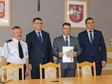 Podpisanie umowy na zakup sprzętu dla OSP Zabiele | Fot. www.wzasiegu.pl